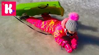 Горы Лыжи / Мы на санках / Катя в ЛУЖЕ / Собачки Сенбернары на ферме в Альпах Жарим еду в ресторане