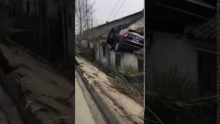 çatıya uçan araba