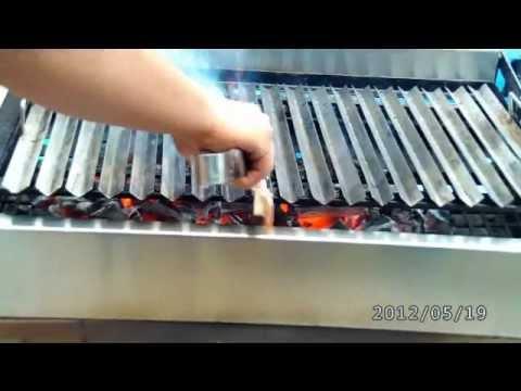 Como limpiar la parrilla antes de colocar la carne for Como limpiar el horno muy sucio