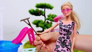 Видео для девочек. Барби отдыхает у бассейна. Игры с Барби