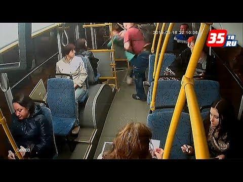 Пассажир выкинул кондуктора из автобуса в Череповце