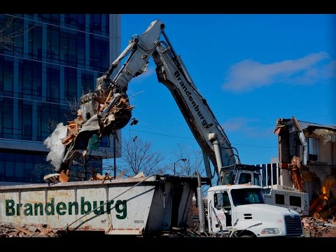 Liebherr R954C Demolishing Building & Loading Debris