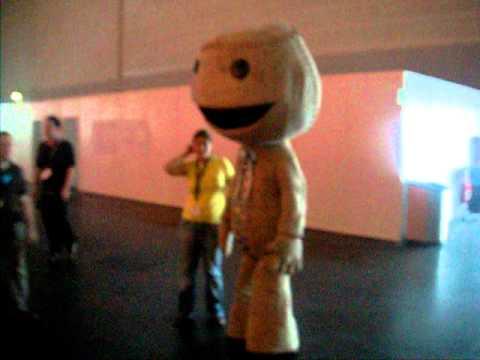 Gamescom 2010 Big Sackboy & Gamescom 2010 Big Sackboy - YouTube