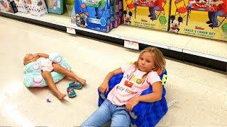 VLOG Fun Family Time ПОКУПАЕМ НОВЫЕ ИГРУШКИ для Николь и Алисы Едем в МАГАЗИН Doing Shopping Barbie