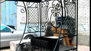 видео Кованые мангалы с крышей