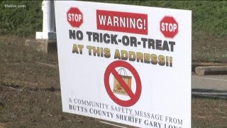 Sheriff's office places 'No Trick Or Treat' yard signs at registered sex offenders&#0