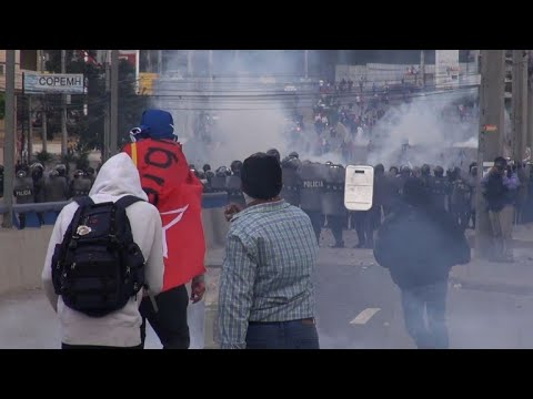 Honduras police fire teargas at protesters as Hernandez sworn in