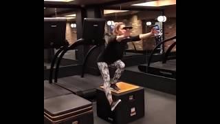 Jessica Biel does pistol squats (one leg squats)