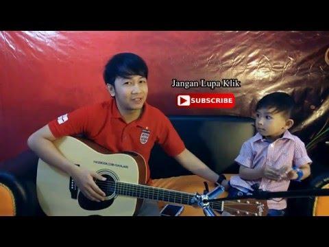 Nathan Fingerstyle  Feat. Ezzel (pertama kali Ezzel belajar nyanyi) Dadali - Disaat aku Tersakiti