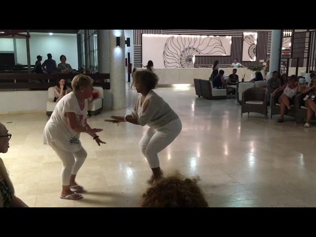 Petit moment de danse avec Loulou - Day 1
