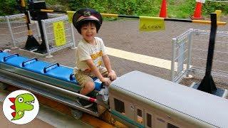 おでかけ 京王れーるランドへ遊びに行ったよ!ミニ電車に乗ったよ! トイキッズ thumbnail