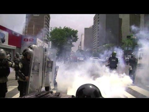 Policeman shot dead in Venezuela anti-govt protests