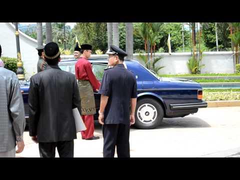 Sultan Azlan Berangkat Ke Istana Iskandariah.