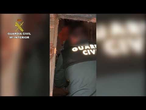 La Guardia Civil rescata a un hombre sepultado en basura en Dumbría