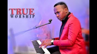 Eliya Mwantondo - Haja ya moyo wangu live performance.