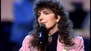 Kathy Mattea - Eighteen Wheels and a Dozen Roses [Live]