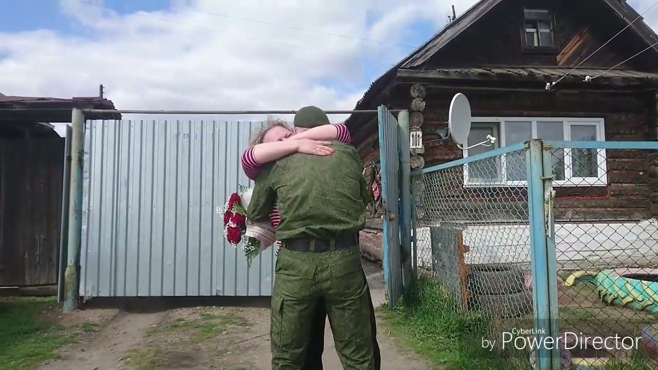 Вернулся домой солдат