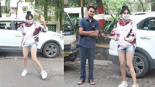Dramebaaz Adah Sharma Papped Doing Fun & Masti Wid A Fan & Media On Mumbai Streets In Her Funky Look