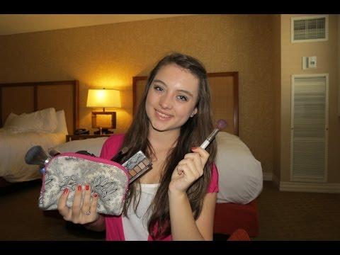 What's in my travel makeup bag?! 2013 (Trip to Las Vegas!)