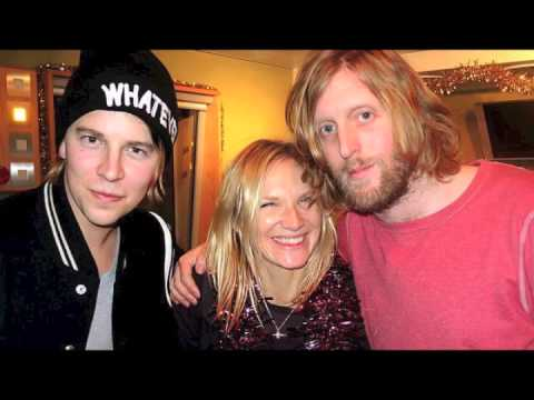 Tom Odell & Andy Burrows - Step Into Christmas