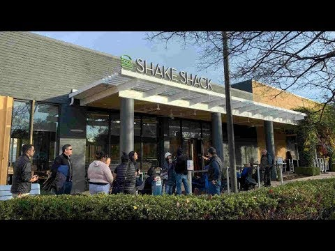 Burger fans line up ahead of Shake Shack opening in Palo Alto