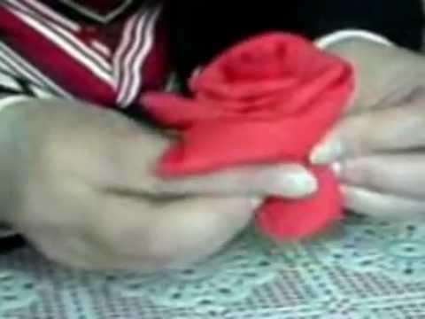 Розы из бумажных салфеток.