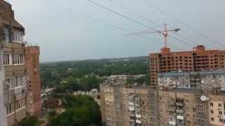 Житель Донецка заснял пролетающий мимо дома снаряд