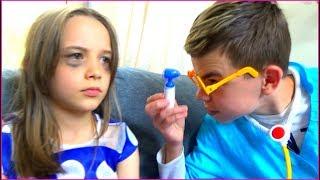 Story about miss Polly and dolly Девочка играет в планшет и ест сладости