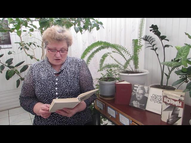 Изображение предпросмотра прочтения – ЛюдмилаПрохорова читает произведение «Майор привез мальчишку на лафете» К.М.Симонова