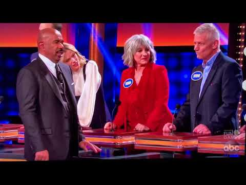 Celebrity Family Feud Kelly Clarkson answer fail. from YouTube · Duration:  48 seconds