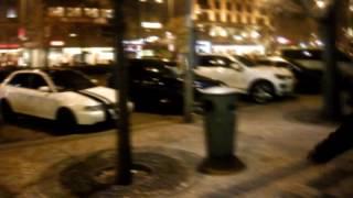 MPP: Agresivní opilec udeřil v Praze do služebního vozidla strážníků