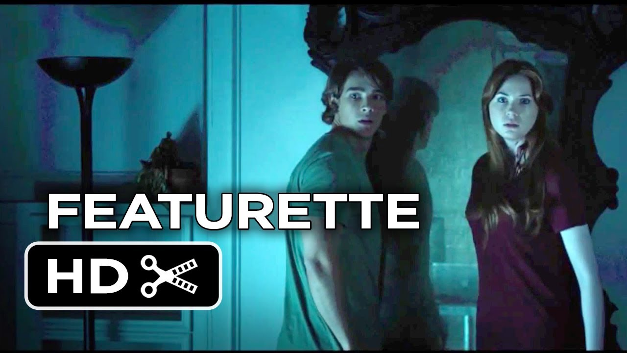 Oculus featurette the mirror 2014 karen gillan for Mirror horror movie