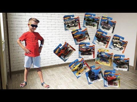 Марк нашел много новых машинок Хот Вилс во время прогулки.