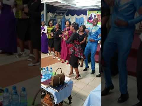 HAPPY MLINGA AKIIMBA MKONO WA MUNGU NAIROBI