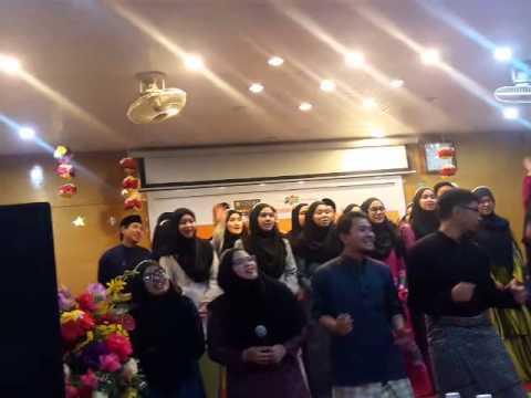 Say u do. Brunei Students ( Singing in Vietnamese)