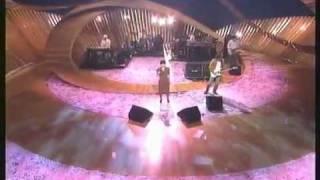 EVERY LITTLE THING(ELT)- サクラビト (SAKURABITO) LIVE PERFORMANCE D...