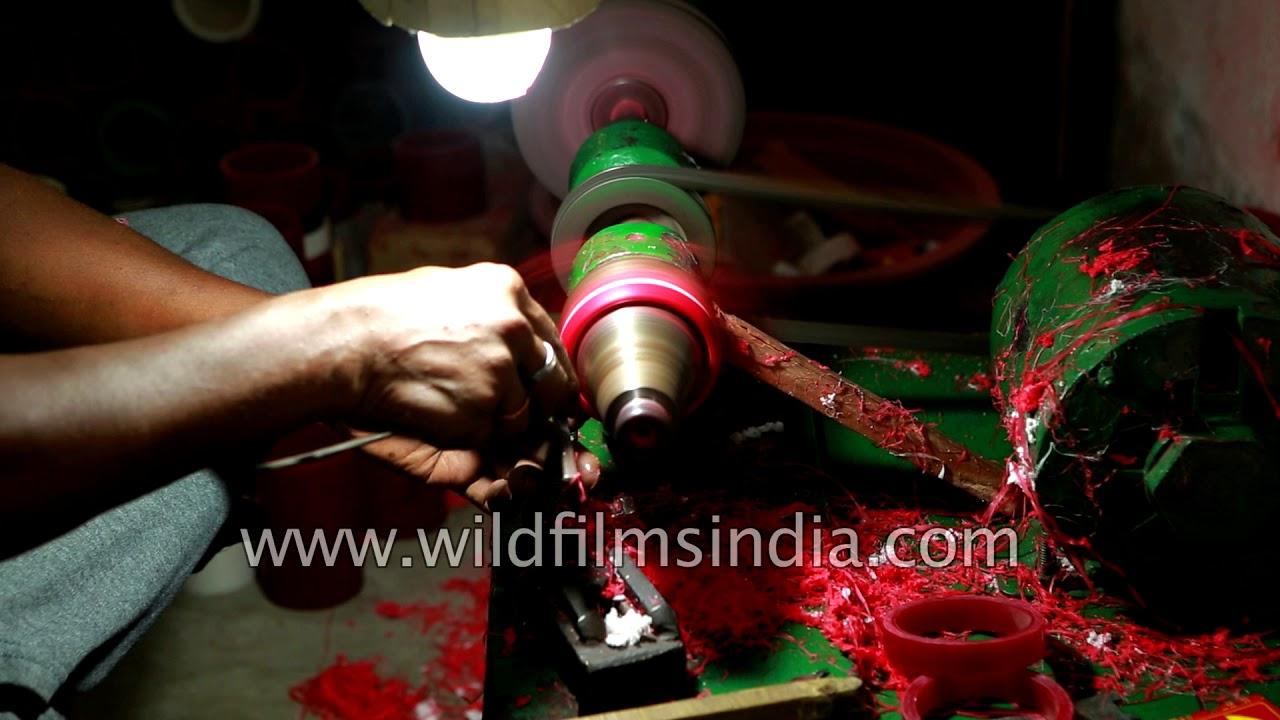 Making of pola bangles in Kolkata