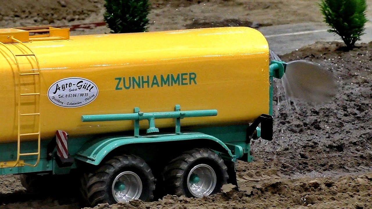 Water Tank Trailer >> BIG RC 1:8 SCALE MODEL JBC TRACTOR WITH WATER TANK AT WORK / Modell-Hobby-Spiel Leipzig 2016 ...