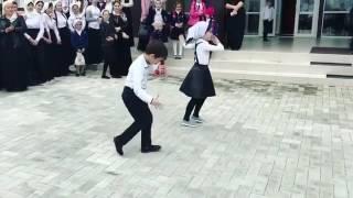Чеченские танцы. Грозный. Школа