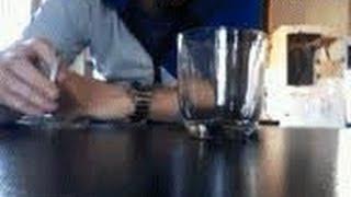 Секрет интересного трюка жидкий дым в стакане приколы