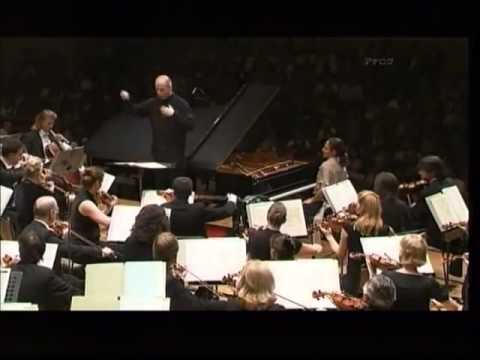 Helene GRIMAUD plays Beethoven Piano Concerto No 5 2st mov