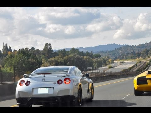 Nissan GTR Weaving On Freeway
