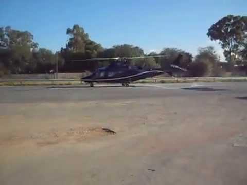 AGUSTA WESTLAND AW-109 HELICOPTERO DESPEGANDO SOBRE CARRTERA FEDERAL 37 XA-UPJ