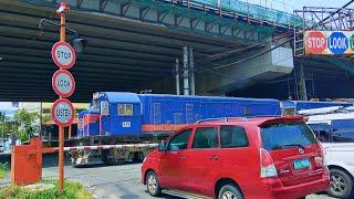 RailWay. Philippine Railroad Crossing. PNR train passing railway crossing / Ж/д переезд в Маниле