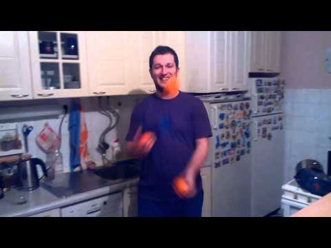 martin juggling with oranges circus theme