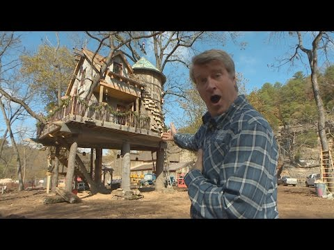 Behind the Build: Merry Fishmas | Treehouse Masters