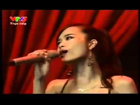 """Đông Nhi hát live kém trong """" Bài Hát Yêu Thích """""""