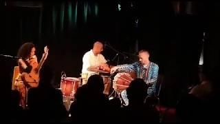 """""""Opará"""" ao vivo, Fernanda Primo, avec Fabrice Thompson et Amosun Babalola."""