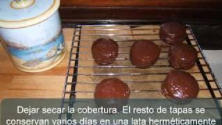 Alfajores marplatenses (rellenos de dulce de leche y cubiertos de chocolate)