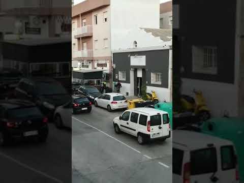 Detienen a un surfista que intentó huir de la Policía